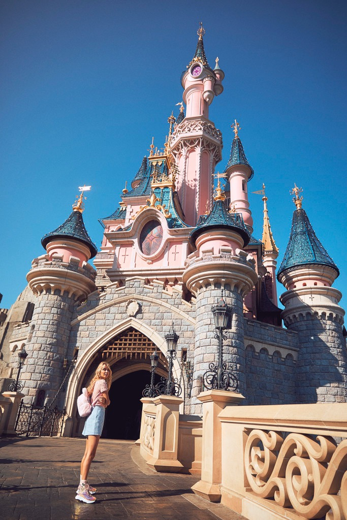 disney-disneyland-paris-photoshoot-amy-neville-pink-london-fun-photographer2Z5A1659-f2-683x1024 (1)